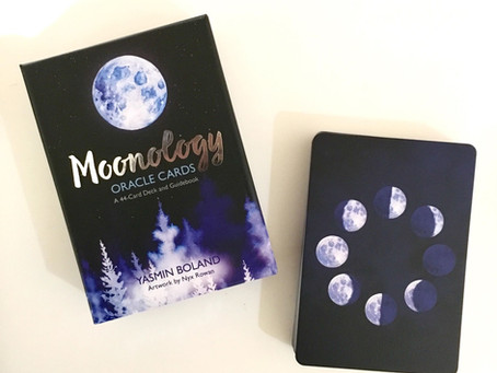 Oracle Deck Review: Moonology by Yasmine Boland