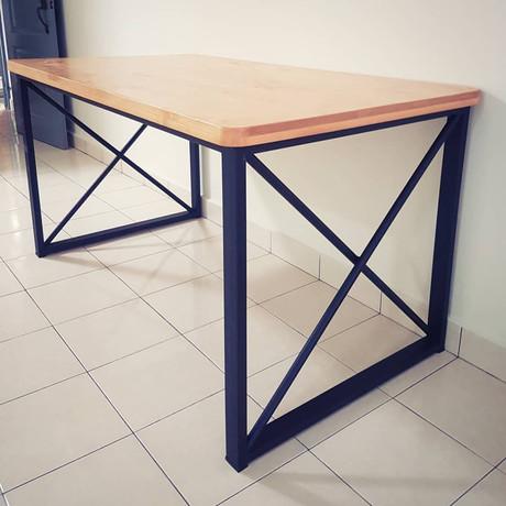 Chiaqz Dining Table