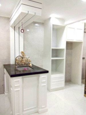 Classic Solid Built-In Kitchen Cabinets