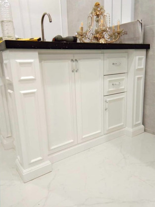 Classic Solid Kitchen Cabinets