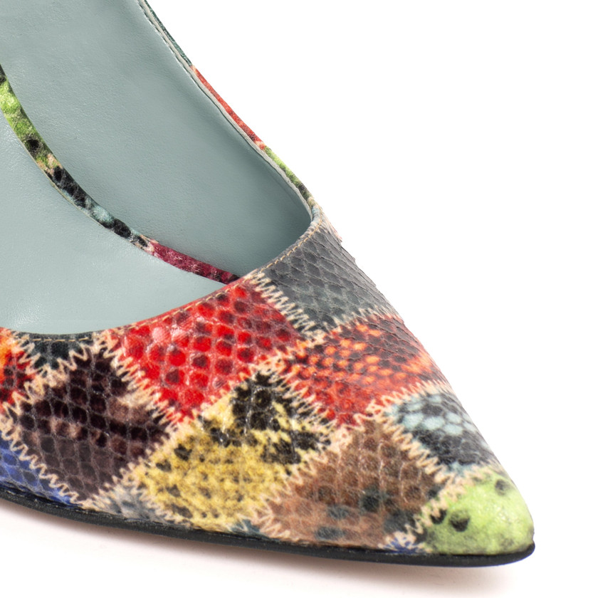 Close up of AMELIA in Patchwork Python-Effect