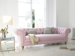 Pink chesterfield-sofa