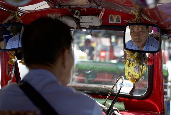 tuktuk-driver-bangkok-thailand-stree