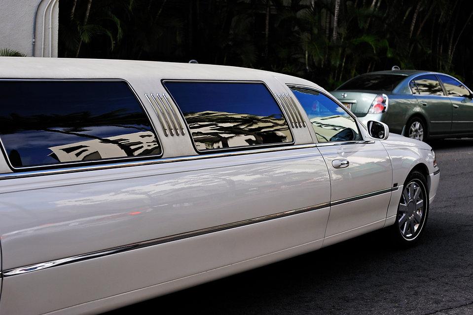 Town Car Limousine, White, Strech Limo