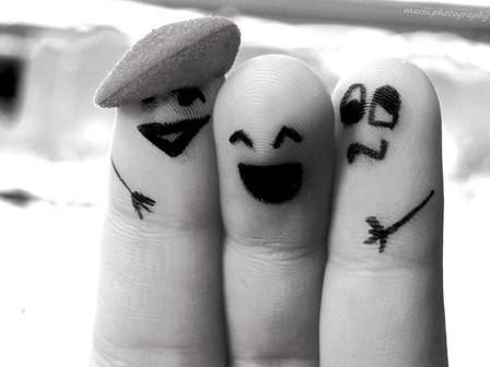 """""""Quien pasa por alto la ofensa, crea lazos de amor; quien insiste en ella, aleja al amigo"""" (Proverbi"""