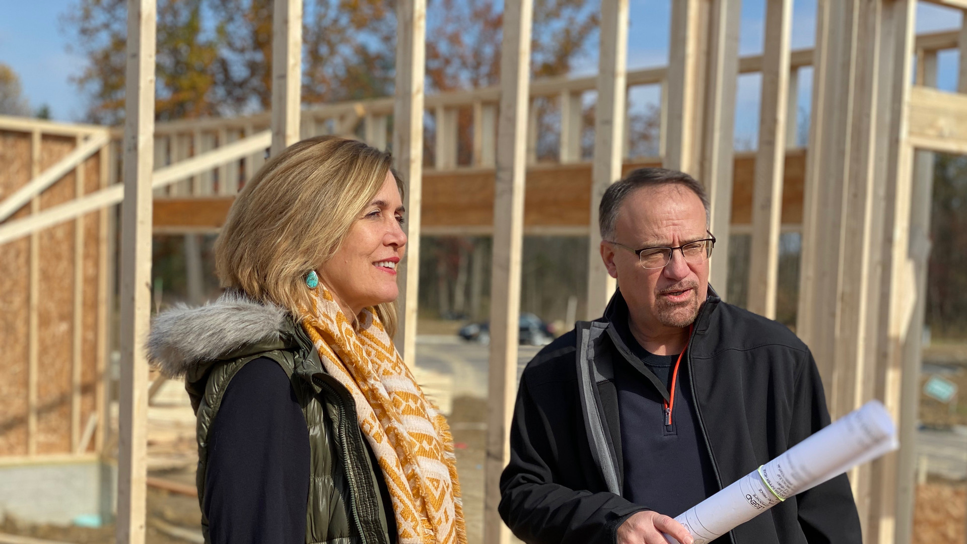 Laura Duryea, The Reserve's exclusive sales agent, and Fred Zumpano discuss building schedules.