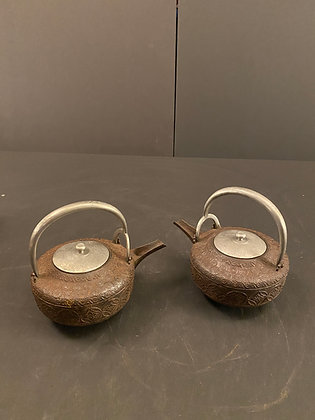 Tea pots (pair) [DW-PO 381]