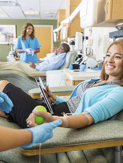 Kobieta oddawania krwi