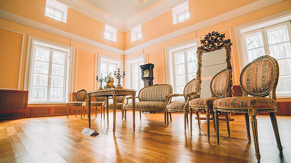 Современный вид диванной комнаты.jpg