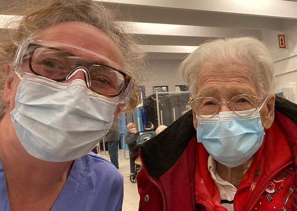 Doctor vaccinates 100 year old woman against covid-Dr-Laurie-Dunbar-west-island