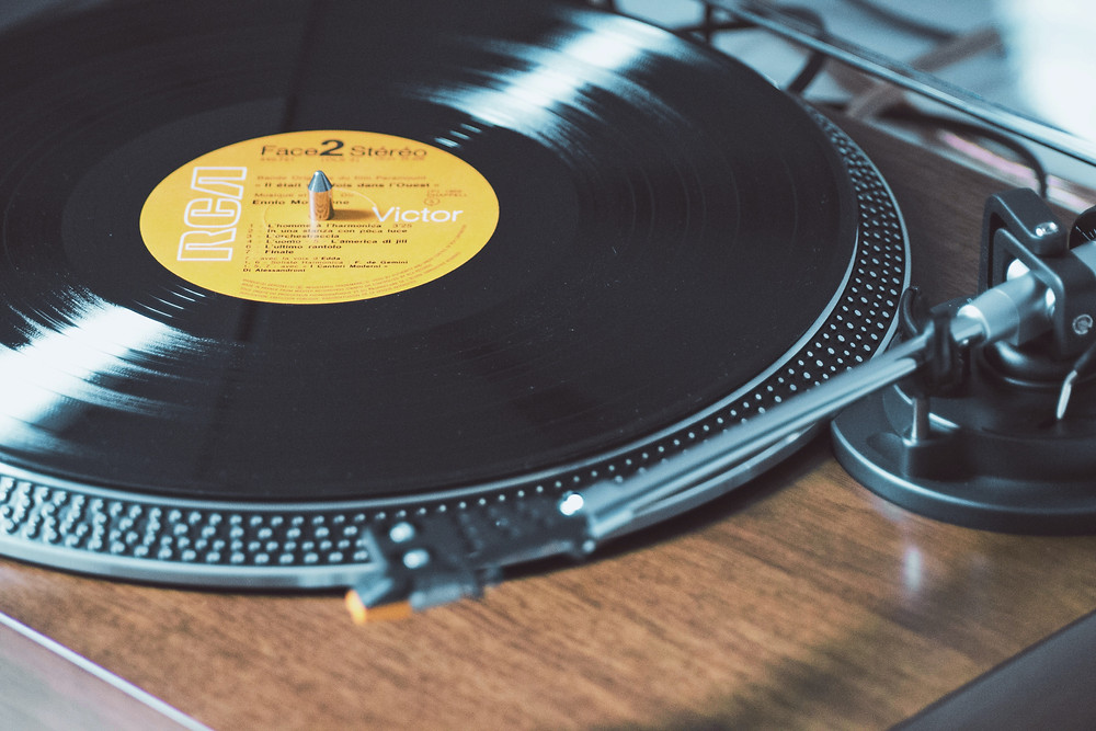 vinyl-record-on-wooden-record-player