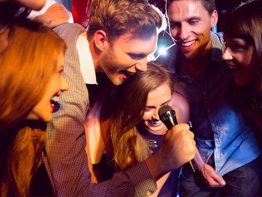 Un karaoké pour les adeptes du micro et ainsi passer un moment formidable entre amis