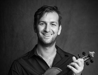 Adam Szendrei, violin