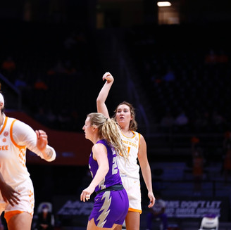 Burrell Leads Lady Vols to Victory