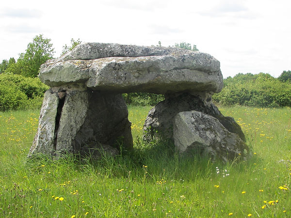 dolmen Beaulieu_49_https://gillesguiffau