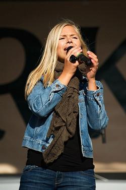Live Music Dubai Helsinki Singer
