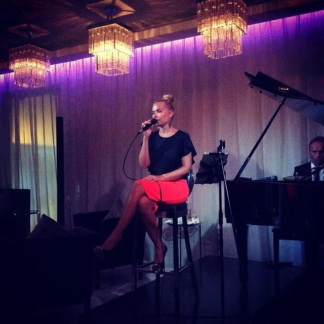 Dubai Live Events Singer Performer