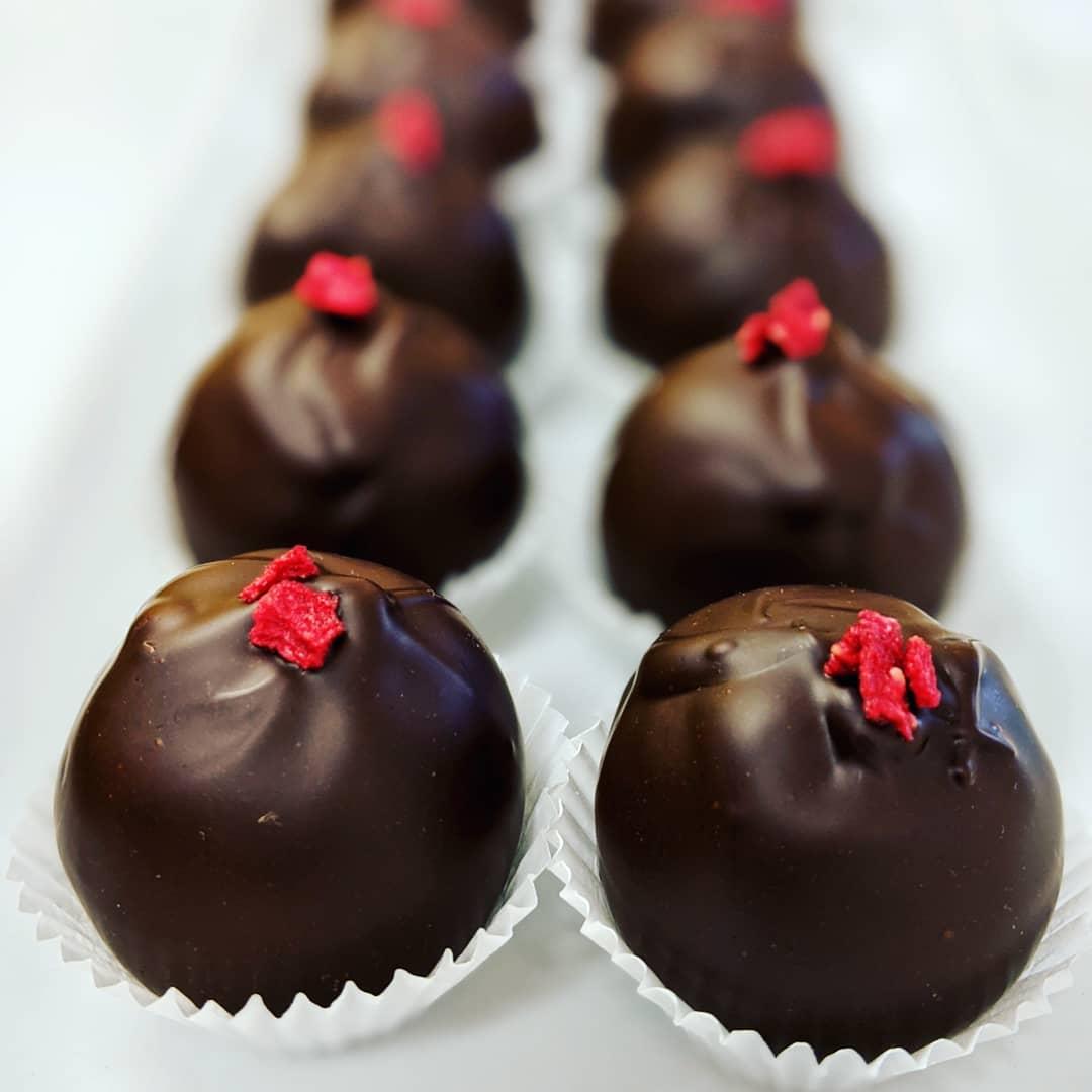 chocolate_manor_80619981_173391647063776