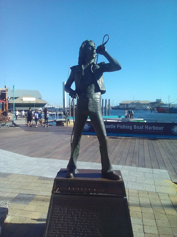 A Fremantle c'è la statua di Bon Scott.