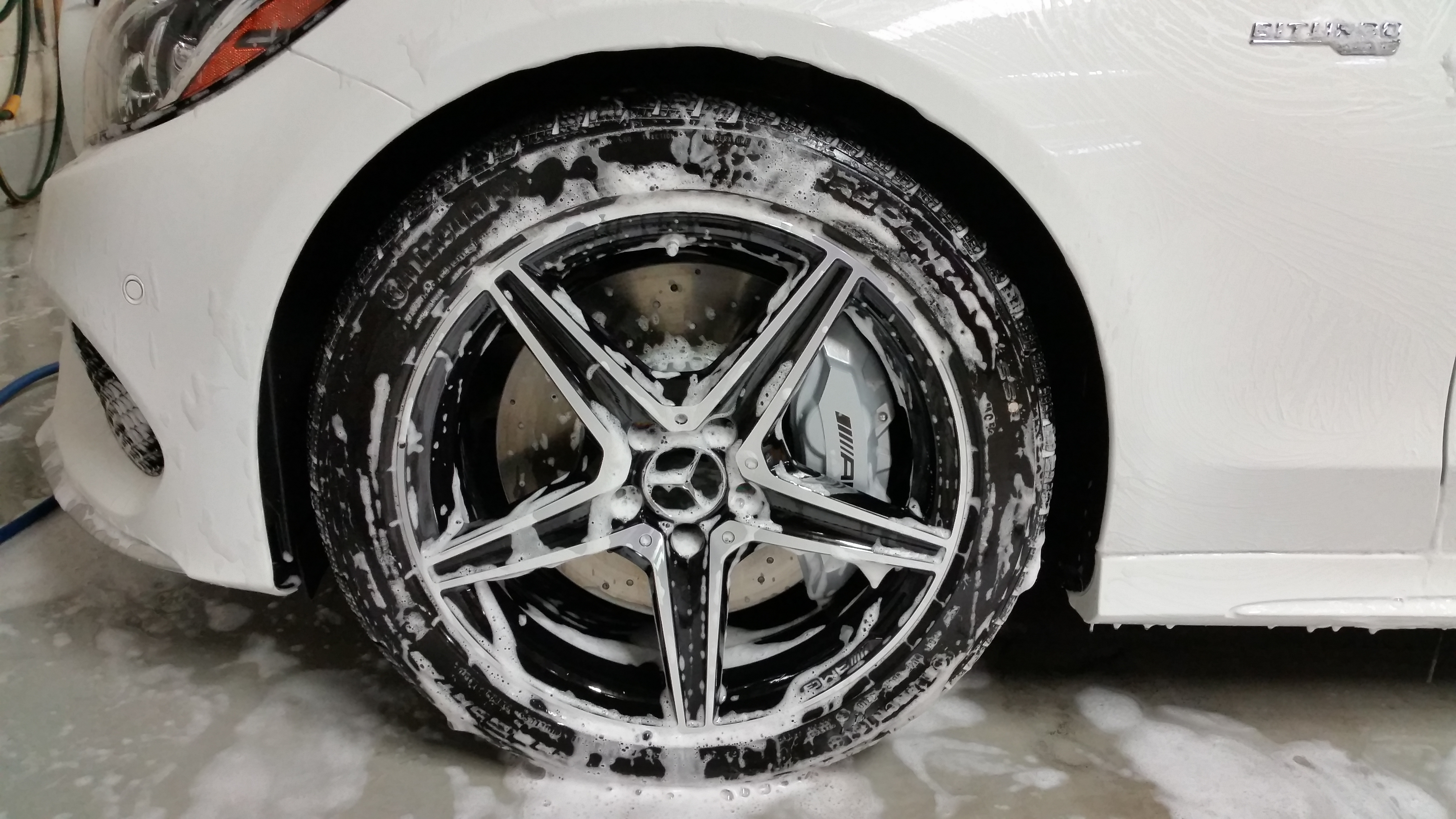 Mercedes Benz rim cleaning