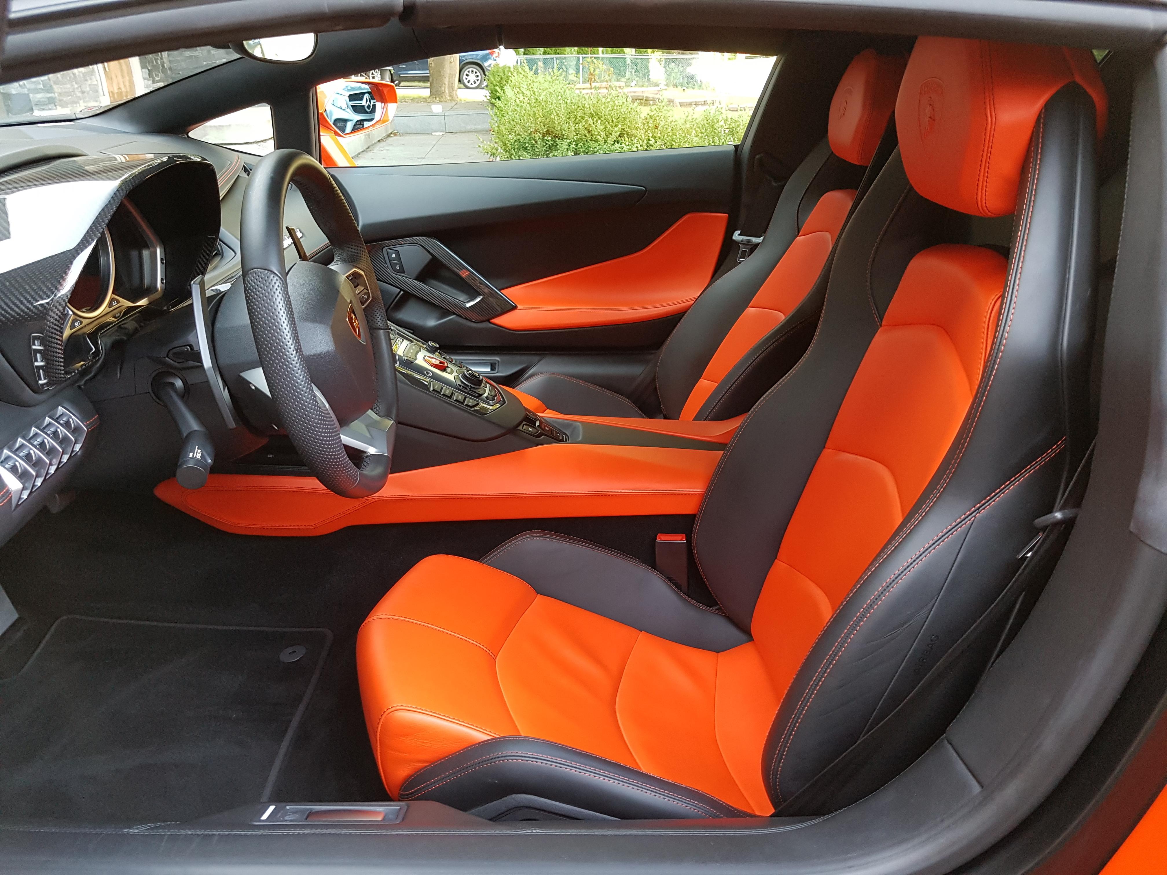Lamborghini Aventador interior