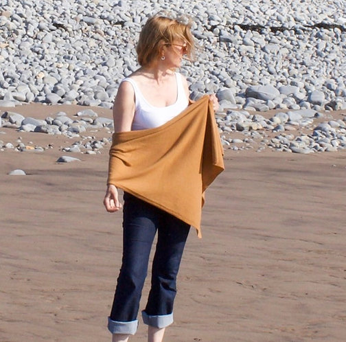 Oversized Cashmere Wrap in Camel