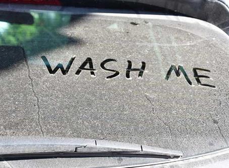 Étapes et astuces pour bien nettoyer les vitres de votre voiture ?