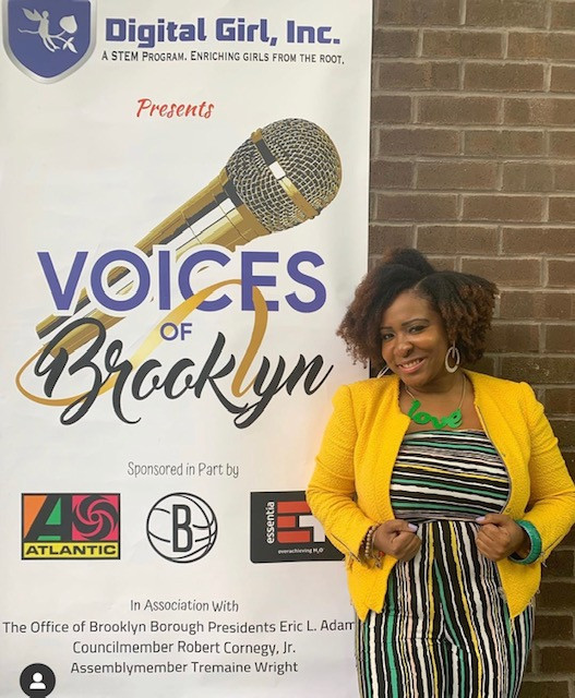 2018 Voices of Brooklyn Second Place Winner, Lynda Starr.