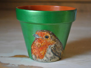 Robin Hand Painted Pot £10