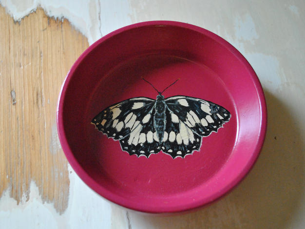 Marbled White Hand Painted Pot £10