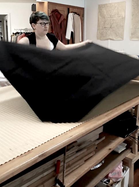 Das Textil wird ausgebreitet