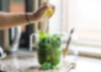 Preparação de suco verde