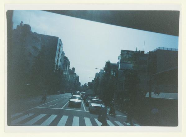 東京では、ぎりぎり視界に残る位の場面を撮るのが好きだった。 In Tokyo, I like taking photo of images barely remembered or forgotten right away.  露光不足の写真を浅く焼くと、カサカサに見える。 Light print of under exposed negatives make images look dry.  東京によく似合うとおもう。 I think it suits Tokyo.  昔の事を思い出すと、懺悔ばかりが心を過る。 As I remember the past, wave of repent overwhelms me.  大事なことは後から気付く。 I always realize important things after.  6.15.2018  A-CHAN