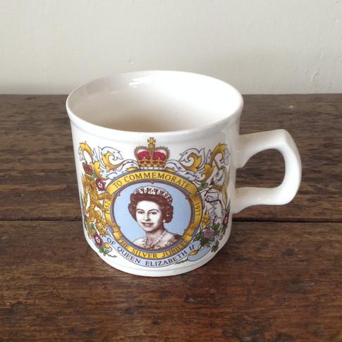 Elizabeth II Commemorative Cup £16