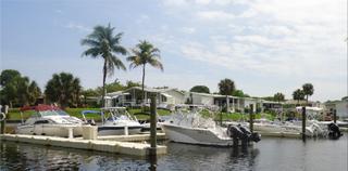 Notre marina de 48 quais accueille des bateaux d'un maximum de 25 pieds de longeur.