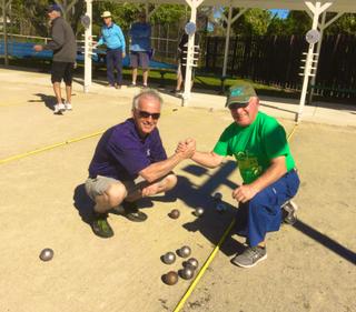 Notre club de pétanque se regroupe régulièrement pour jouer ensemble et même s'affronter durant des tournois.
