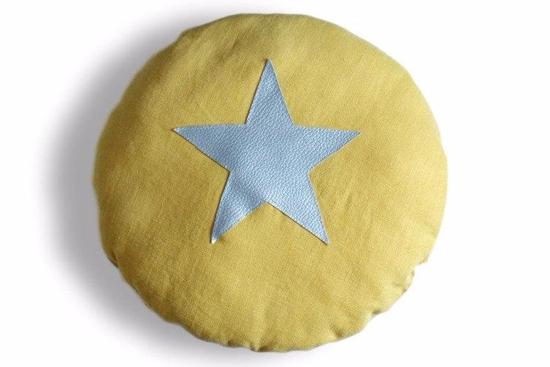 Coussin rond en lin jaune étoile argent