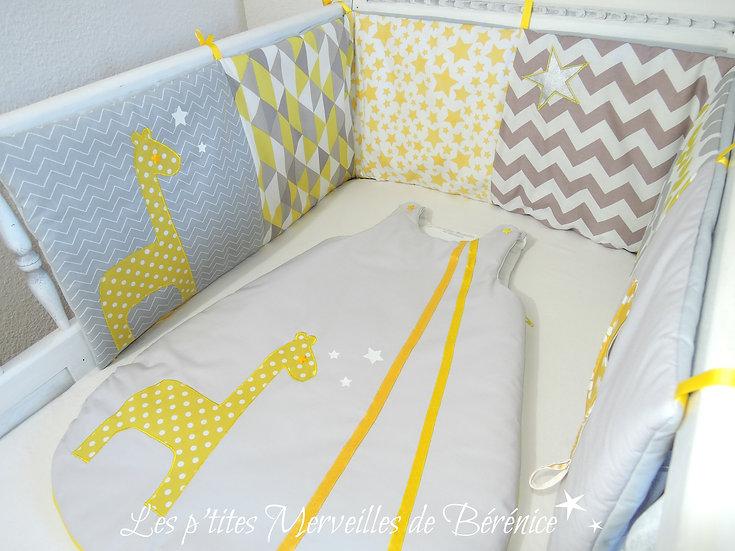 """Ensemble """"girafe et étoiles"""" jaune, gris, blanc"""