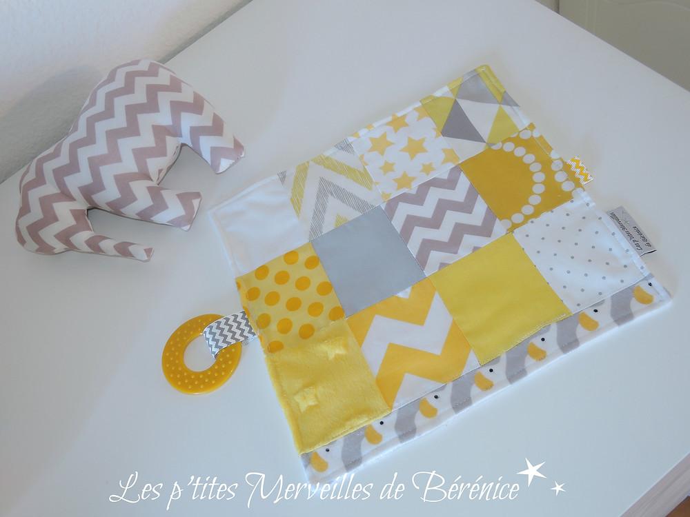 """Doudou étiquettes """"patchwork"""" en tissus jaune, gris, blanc et Eléphant doudou à chevrons gris et blancs"""