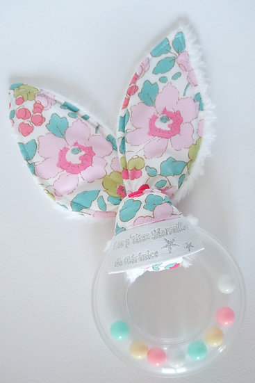 """Hochet """"lapin"""" Liberty Betsy fraise Exclusif"""