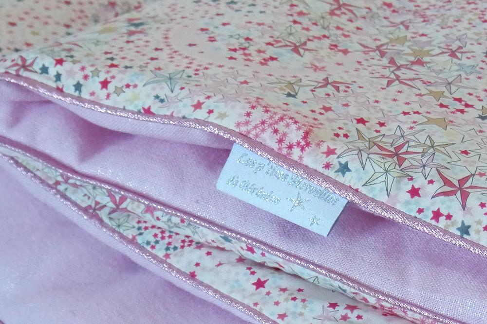 Couverture bébé Liberty Adelajda étoiles roses gris or exclu japonnais et lin rose irisé_pliée détails zoom