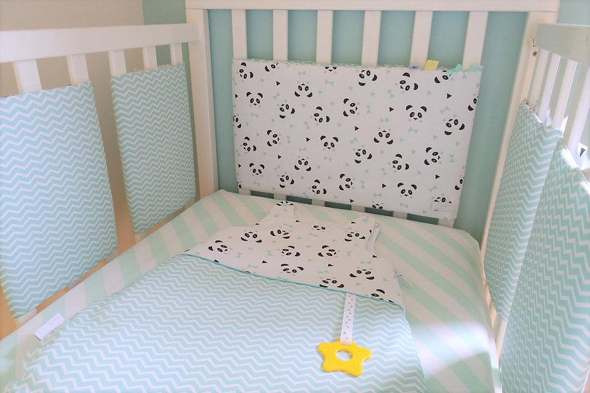"""Tour de lit respirant """"Mon petit panda"""" mint, blanc et noir"""
