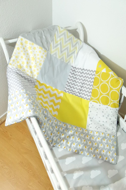 """Couverture bébé """"patchwork"""" jaune, gris, blanc """"king size"""""""