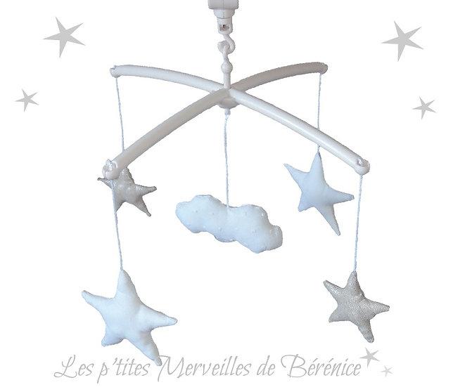 "Mon Joli mobile musical ""Etoiles et nuage"" lin"