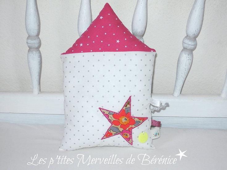 Maison en tissu fuchsia étoile Liberty pois argent