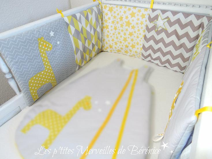 """Tour de lit """"girafe & étoiles"""" jaune, gris, blanc"""