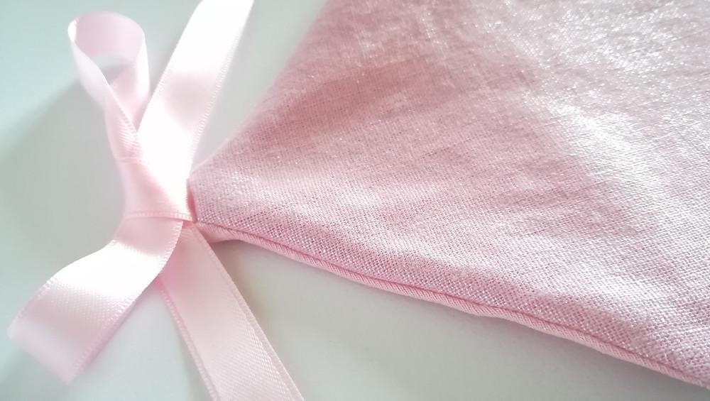 Pochette range tétine ou doudou maison Liberty rose dragée_détails haut dos