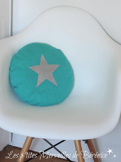 Coussin rond en lin menthe avec étoile argentée appliquée