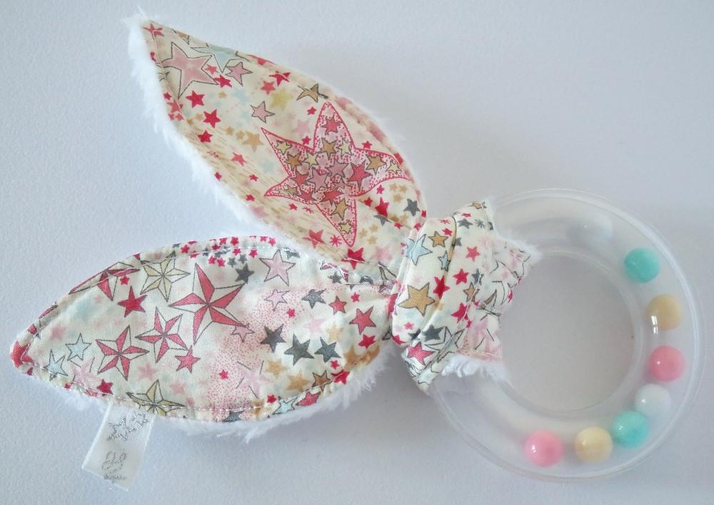 Hochet bébé oreilles de lapin bébé Liberty Adelajda étoiles roses gris or exclu japonnais