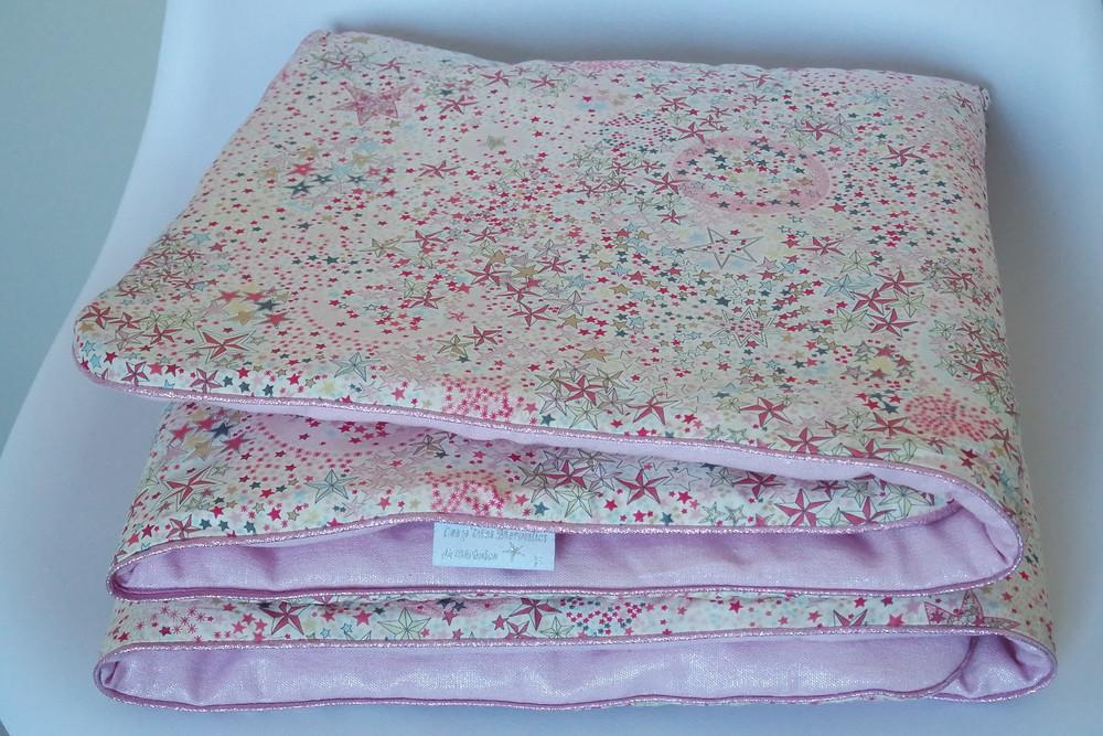 Couverture bébé Liberty Adelajda étoiles roses gris or exclu japonnais et lin rose irisé_pliée